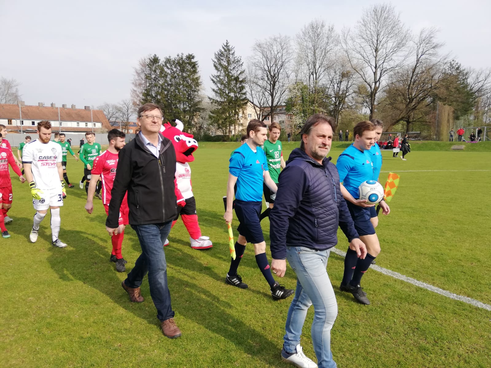 Ehrenanstoss Pillgrab Hans ASK vs Grieskirchen 13 04 2019 (1)