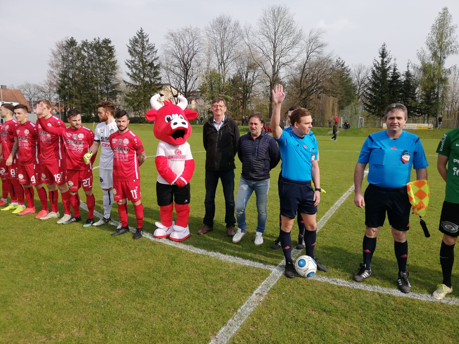 Ehrenanstoss Pillgrab Hans ASK vs Grieskirchen 13 04 2019 (3)